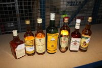 Image 0 of 7 diverse flessen whisky, waaronder jim bean, clay...