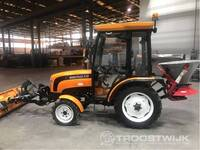 Image 0 of Compact tractor