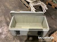 Image 2 of Voetselcontainer